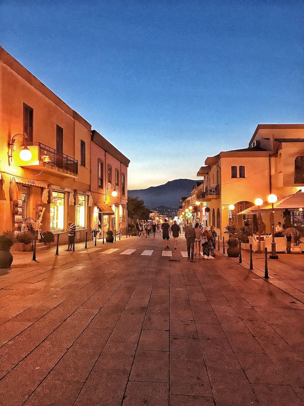 Sardinien Zentrum bei Nacht